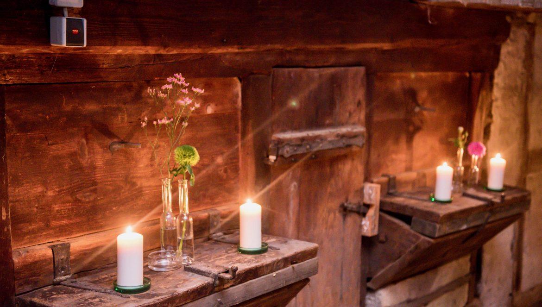 Kerzen-in-Scheune
