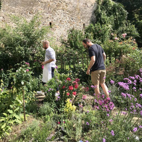 Teilnehmer-im-Garten