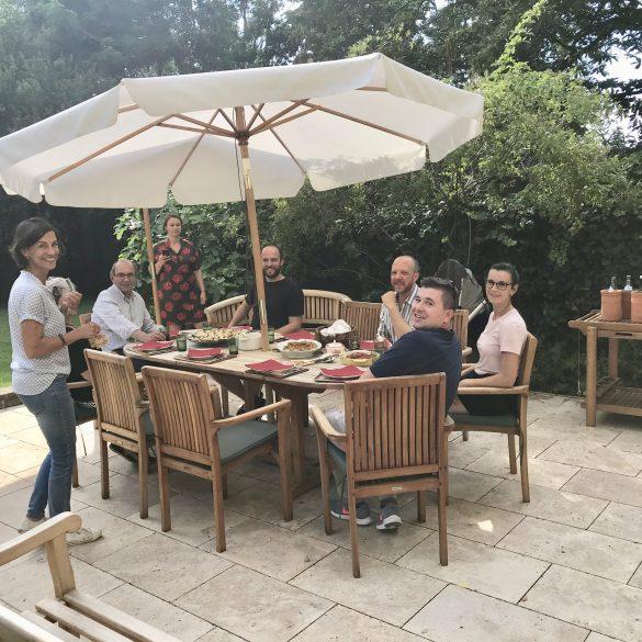 Teilnehmer-beim-Essen