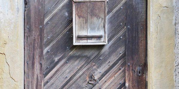 Brennerei-Tür